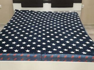 Продам спальную кровать с матрасом и с ящиком для белья
