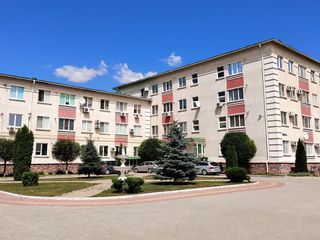 Продам квартиру в элитном доме 130м2  второй этаж , 4 комнаты, 2 санузла