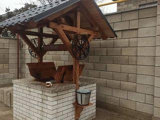 Construiesc acoperiș pentru fântâni