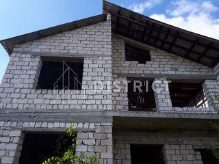 Trușeni, str. Voluntarilor, casă în 2 nivele, amplasată într-un sector nou al comunii.