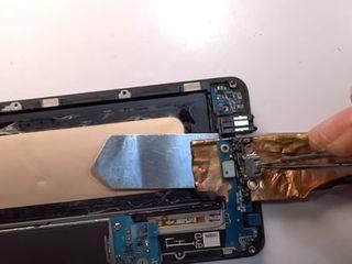 Samsung Galaxy J4+ (2018) J415 Nu acceptă încărcarea? Aduceți la schimbul conectorului!