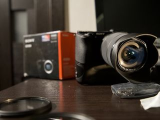Sony A6500 body + GRIP + 8 batteries