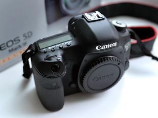Aparat Foto Canon EOS 5D Mark III Ideal