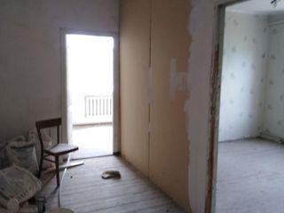 Vind apartament cu două camere si bucatarie