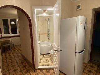 Bălți.Apartament cu două odăi. Se dă în chirie și lunar-200 euro+serviciile comunale.