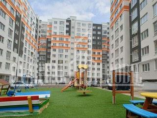 Apartament cu 3 odai + living, într-o casă nouă din zona Centru.