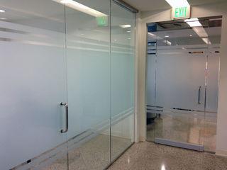 Прозрачные офисные перегородки из стекла