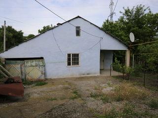 На старой почте по улице Строителей находится хороший дом.