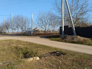 Teren sub constructie în apropiere de Chișinău, 15 sote. Vecinii locuiesc deja.