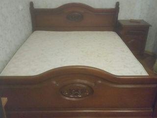 Продается кровать и 2 тумбочки (италия) б/у...цена договорная...