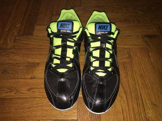 Vînd ghete pentru atletism Nike