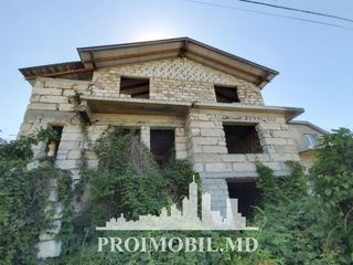 Codru! casă 2 nivele, 3 camere spațioase! 180 mp + 4 ari, 35 000 euro!