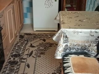 Urgent!!! Apartament cu 2 odai + loc de casa in or.Falesti.