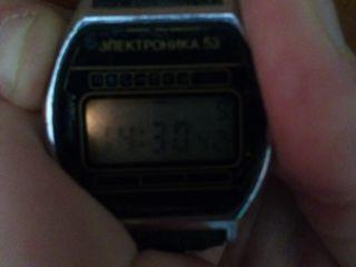 Часы Электроника 53. Б/У. Рабочие. С подсветкой. Ремешок заменен. Нет одной кнопки. 100 лей.
