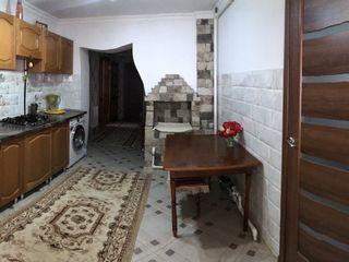 Casa pe pamant mobilată  la Ungheni (curculeovca)