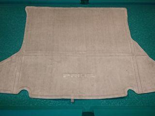 Оригинальный коврик на Prius в багажник.