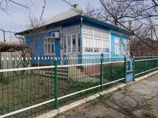 Se vinde casa in centrul orasului Edinet. Prodaetsea dom vozle primarii.