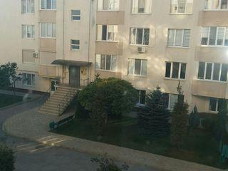 Apartament cu 3 odai plus garaj 28 m patrati