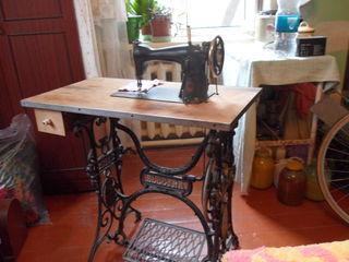 антикварная швейная машина с ножным приводом