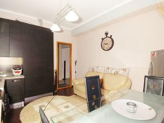2-х комнатная в самом центре с евроремонтом по цене белого варианта