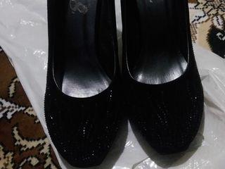 Срочно продам туфли 37-р чёрный замш новые обуты один раз
