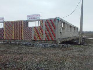 Vind o constructie inceputa linga traseul chisinau-soroca