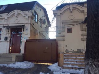 Щусев угол Армянская, часть дома (65 кв м) плюс подвал и 2е кладовки во дворе