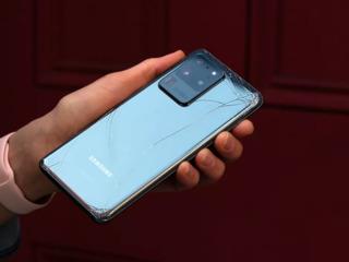 Ai scapat telefonul Samsung si ai spart ecranul. Accepta situatia cu calm.