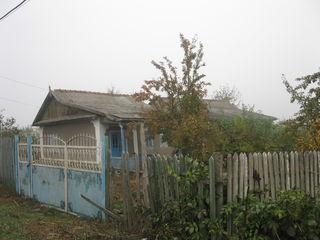 Banca vinde casă de locuit cu 2 construcții accesorii și teren pentru construcții în r-nul Hîncești