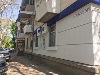 Apartament cu 2 odăi la prima linie perfect pentru spaţiu comercial, amplasare centrală!