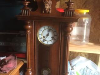 Ceas  vechi cu pendul  mecanic de  perete