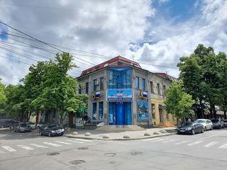 Chirie birou 100m2, central, 3-camere, euro reparatie, etajul 3, Mihai Eminescu colț M.Varlaam
