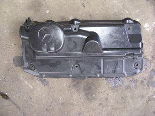 Capacul de pe motor Mercedes Sprinter 2.2