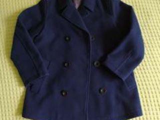Пальто демисезонное. Цвет темно-синий. Для мальчика. Benetton.  7-8 лет.  Рост 130 см. 450 лей