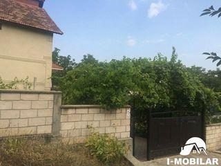 Ialoveni, casa cu 2 nivele,11,5 ari de pamint, fintina proprie.