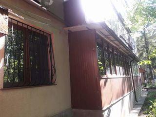Se vinde apartament cu 3 camere in centrul Stefan Vodă.