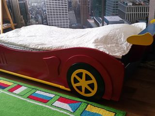 Детская кровать-машинка