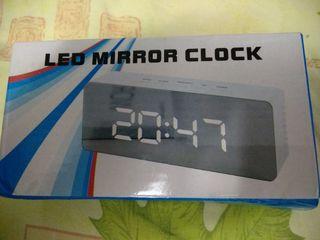 Часы с будильником и термометром Led Mirror Clock 330 lei.