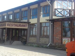 Imobil  comercial (bar, terasă, sală de festivităţi)