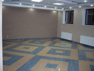 Сдается в аренду 36м2 по 6 euro m2,  благоустроенное , современное ,  помещение под офис, торговлю.