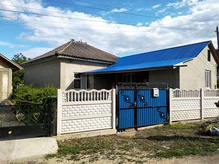 Продается пол дома в центре села Елизаветовка площадью в  90 кв.м. есть водопровод, канализация. Сан