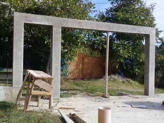 Gard din metal, stchet metalic, montarea gardurilor, temelie pentru gard, fundamente