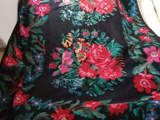 Продам ковёр молдавский, ручной работы. 100% шерсть.размер 2:4.   2 фото размер 2:4 цена 2000 л
