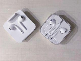 Наушники Аррle Eavpods с Lightning ,оригинал из IPhone 7 и 10 .