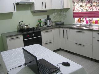 Сдаётся дом  на долгий срок 130 кв. м жилая. общая 150 кв. м. на телецентре 1-этажный 700 evro/m...