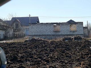 Loc de casa in regiuna biserica de la podvolocicasa nefinisata,