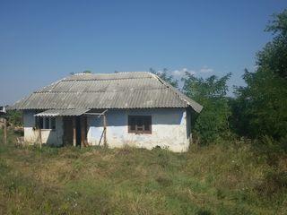 Casa de locuit 42 m2, lot de pamint 7,16 ari s. Isacova r-l Orhei