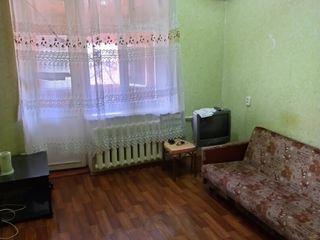 Продается комната в (общежитие) с балконом 20 кв. м. в котельцовом доме, середина, отопление централ