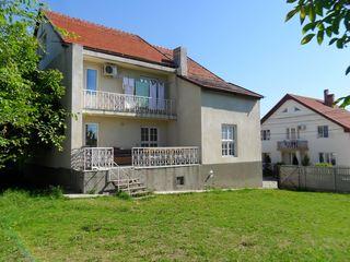 """2-х этажный дом в секторе """"Ливада"""" по ул. Траян в г. Яловень. Цена: 90 000 евро."""