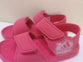 Vind sandale Adidas. Marimea 29-30. 100 lei